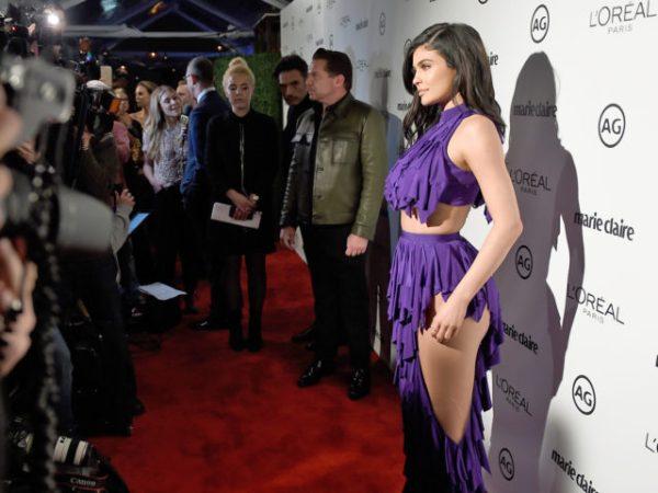 Kylie Jenner ose la robe ajourée pour les Images Maker Awards